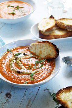 Most...pont most van itt az ideje ennek a levesnek, mert még van édes, fűszeres nyári paradicsom, de már csípősek a reggelek, és a nappalok sem melegszenek fel túlságosan. Ráadásul nem kockáztatsz spontán öngyulladást, ha be kell kapcsolni a sütőt  Nálunk a legkisebb a nagy paradicsomleves… Gnocchi, Caprese Salad, Camembert Cheese, Soup, Blog, Diet, Blogging, Soups, Insalata Caprese