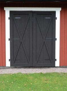 This kind of photo most certainly is an inspiring and incredible idea Garage Door Design, Garage Doors, Cottage In The Woods, Craftsman Style, Farmhouse Decor, Shed, Design Inspiration, Stables, Architecture