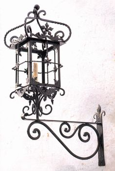 Lámpara Farol con pescante. 107x56cm