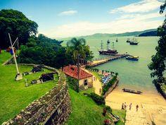 floripa: Escunas fazem passeios até a fortaleza da Ilha de Anhatomirim, erguida no século XVII (Foto: Thiago Tavares/Divulgação)