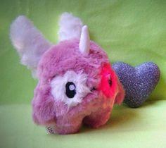 Kleines Fluse Flügel-Einhorn aus hochwertigem Kuschel -Plüsch,Fell-Imitat  in Rosa-Pink-Weiss  ! Einzelstück!Unikat! Nach eigener Vorlage hergestellt!