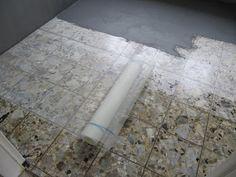 Fußboden Fliesen Anleitung ~ Bodenfliesen streichen farbroller graue farbe einrichten