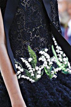 Giambattista Valli Fall 2017 Couture Fashion Show Couture Details, Fashion Details, Stunning Dresses, Beautiful Outfits, Couture Fashion, Fashion Show, Fashion Design Template, Dior, Mini Vestidos