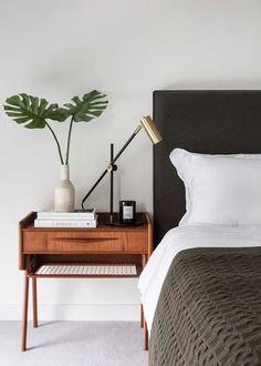 Cómo aumentar la sensación de bienestar en casa West Elm Bedroom, Home Bedroom, Bedroom Decor, Bedroom Ideas, Peaceful Bedroom, Bedroom Signs, Decor Room, Bedroom Inspiration, Interior Inspiration