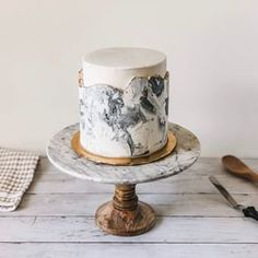 Need some new cake inspiration? This marble buttercream cake is made from simple techniques that makes an impressive cake. Christmas Appetizers, Christmas Desserts, Mini Cakes, Cupcake Cakes, Cake Recipes, Dessert Recipes, Modern Cakes, Cake Decorating Videos, Apple Smoothies