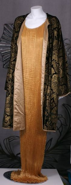 Mariano Fortuny Black Stenciled Velvet Long Coat Fortuny's coats often take their inspiration from a myriad of references,renaissance,Persian,Arabic . These are often elaborately decorated in historical motifs surprisingly unrelated to the cut itself.