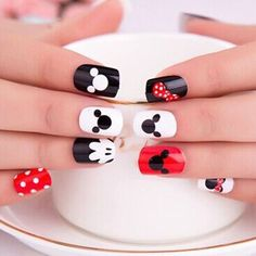 Mickey Mouse Nail Art Mickey Mouse Nail Art This image has get. Mickey Nails, Minnie Mouse Nails, Trendy Nail Art, Cute Nail Art, Nail Art Kids, Maquillage Harry Potter, Mickey Mouse Nail Design, Nail Art Disney, Disney Toe Nails