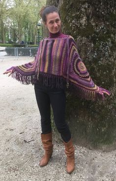New crochet poncho hippie granny squares ideas Crochet Bolero, Crochet Poncho Patterns, Crochet Cardigan, Crochet Scarves, Crochet Clothes, Knit Crochet, Granny Square Poncho, Granny Squares, Crochet Baby Cocoon