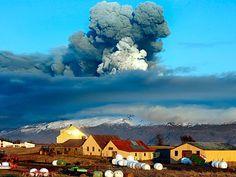 Icelands Eyjafjallajokull volcano Wallpaper