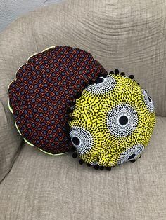 Using Art and Crafts in African Decor Diy African Jewelry, African Crafts, African Accessories, African Home Decor, Cute Pillows, Colorful Pillows, Throw Pillows, Indian Bedroom Decor, Moroccan Decor