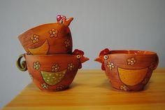 Ceramic Chicken, Chicken Art, Pottery Animals, Ceramic Animals, Ceramics Projects, Clay Projects, Ceramic Mugs, Ceramic Pottery, Clay Owl