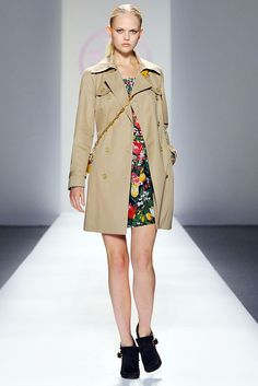 See the complete Tory Burch Spring 2010 Ready-to-Wear collection.