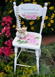 Shabby rose painting on chair for garden ( can do it with decoupage tecnique) Painted Kids Chairs, Painted Stools, Hand Painted Furniture, Shabby Chic Vintage, Shabby Chic Decor, Garden Chairs, Garden Furniture, Chair Planter, Old Chairs