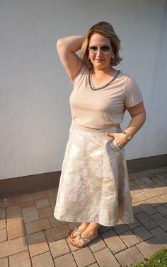 German Curves: Monochrom in Rosegold - INBETWEENIE MUST HAVES Plus Size Kleidung, Monochrom, Plus Size Outfits, Must Haves, Lace Skirt, Curves, German, Challenges, Rose Gold