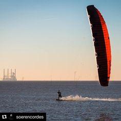 #Repost @soerencordes  Winter Vibes!  #kiteboarding #kitesurfing #kitesurf #flysurfer #sonic2 #schierboards #winter