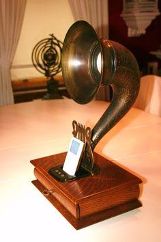 Steampunk retro Gramophone speaker/charging dock for Iphone/Ipod