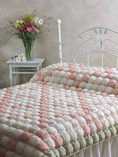 What's New - Quilting - Irish Chain Biscuit Quilt Patchwork Quilt, Rag Quilt, Quilt Bedding, Quilt Blocks, Chic Bedding, Bubble Quilt, Manta Quilt, Quilting Projects, Quilting Designs