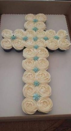 Cake For Boys Communion 61 Trendy Ideas Baptism Desserts, Baptism Cupcakes, Baptism Food, Boy Baptism Cakes, Baptismal Cakes, Easter Cupcakes, Boy Communion Cake, First Holy Communion Cake, Baptism Party Decorations