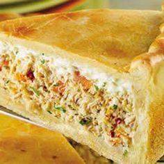 Receita de Torta de Frango com Requeijão Cremoso - margarina e farinha de trigo para untar a gosto, salsinha para decorar a gosto, 1 1/2 xícaras (chá) de le...