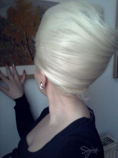 New Year's Hair: 60s beehive & how to wear it