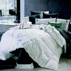 Love the bed spread!!