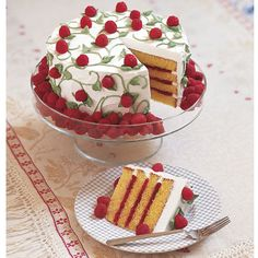 Berry Bonanza Cake - Easy-to-pipe icing vines and leaves bring the glories of the garden inside. Guests enjoy the tart taste of raspberries on vines, at the border and as a filling between the layers. Watch our online video. Pretty Cakes, Cute Cakes, Beautiful Cakes, Amazing Cakes, Patisserie Fine, Cake Recipes, Dessert Recipes, Delicious Desserts, Fancy Cakes