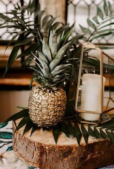 The atmosphere of hot tropics with their bright landscapes requires unusual tropical decor. Find tropical wedding decor ideas in our post. Pineapple Centerpiece, Tropical Centerpieces, Tropical Party Decorations, Gold Pineapple Decor, Pineapple Decorations, Estilo Tropical, Tropical Vibes, Tropical Wedding Decor, Tropical Decor