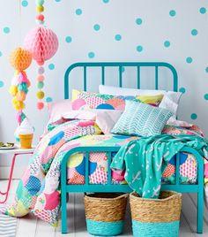 Chambre d'enfant colorée / Kids Room / Décoration chambre enfant, idée déco enfant, chambre enfant colorée, chambre enfant arty, Lovely Market