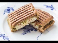 Panini with Chicken, Pesto & Mozzarella Sandwich Bread Recipes, Panini Sandwiches, Grilled Sandwich, Chicken Slices, Pesto Chicken, Tefal Snack Collection, Gnocchi Pesto, Joe And The Juice, Chicken Flavors