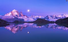 Moonrise over the Alps near Chamonix, France All Nature, Amazing Nature, Science Nature, Beautiful Moon, Beautiful World, Beautiful Places, Amazing Places, Beach Paradise, Pretty Pictures
