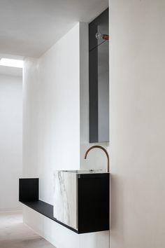 Minimalist Apartment, Minimalist Bathroom, Minimalist Interior, Modern Sink, Modern Bathroom, Small Bathroom, Bathroom Ideas, Bathroom Black, Bathroom Organization