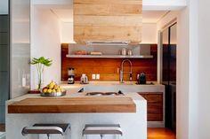 Decoração cozinha com madeira - bancada (Arquiteto: Toninha Noronha)