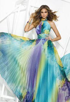 PRIVÉE 7900 Vestido largo de fiesta estampado, realizado en chiffón. Escote halter, detalles de pedrería en la cintura y falda plisada