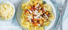 Gevulde pasta met een heerlijke tomatensaus met lekker veel groenten. Makkelijk en vegetarisch!