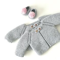 No hay ninguna descripción de la foto disponible. Baby Cardigan Knitting Pattern Free, Easy Knitting Patterns, Baby Patterns, Baby Knitting, Diy Crafts Knitting, Creative Knitting, Diy Bebe, Baby Sweaters, Baby Sewing