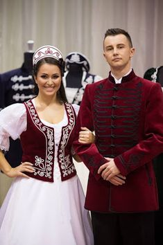 And once again a couple in hungarian traditional wear Costumes Around The World, Festivals Around The World, Larp, Hungarian Embroidery, Fairy Clothes, Beautiful Costumes, Folk Costume, Festival Outfits, Wedding Attire