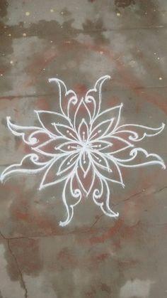 Chalkboard Drawings, Chalk Drawings, Chalkboard Art, Art Drawings, Beautiful Rangoli Designs, Kolam Designs, Chalk Design, Free Hand Rangoli Design, Sidewalk Chalk Art