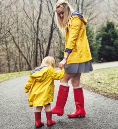 Ideas Yellow Rain Boats Outfit Spring For 2019 Casual Teen Fashion, Autumn Fashion Casual, Casual Winter Outfits, Spring Outfits, Style Fashion, Mommy And Me Outfits, Kids Outfits, Yellow Rain Jacket, Winter Leather Jackets
