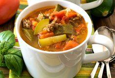 La délicieuse recette de soupe aux courgettes, tomates et saucisses italiennes! Soup And Salad, Bruschetta, Pot Roast, Thai Red Curry, Keto Recipes, Chili, Salads, Food And Drink, Ethnic Recipes