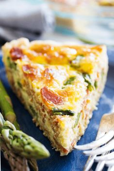 Asparagus Bacon Quiche – A Dash of Sanity Easy & delicious this ASPARAGUS BACON QUICHE is full of flavor. And a gorgeous recipes to serve for breakfast or at brunch. Asparagus Quiche, Asparagus Bacon, Bacon Quiche, Asparagus Recipe, Quiche Recipes, Brunch Recipes, Breakfast Recipes, Quiche Ideas, Breakfast Items