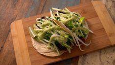 Tempeh and seaweed tacos - Recipes Easy & Healthy Easy Healthy Recipes, Vegetarian Recipes, Easy Meals, Tempeh, Quebec, Tacos, Saveur, Seaweed, Celery