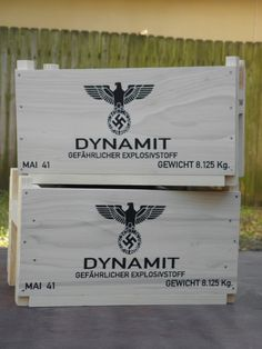 Reproduction Inert Dynamite, Block Explosive and Ammunition Boxes Military Home Decor, Wood Projects, Projects To Try, Military Box, Cigars And Whiskey, Wood Chest, Woodworking Projects Plans, Crafty Craft, Home Office Design