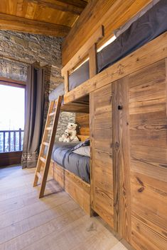 46 Comfortable Master Bedroom with Pallet Project Decorations Chalet Interior, Home Interior Design, Bedroom Hacks, Bedroom Decor, Chalet Design, House Design, Contemporary Bunk Beds, Mountain Bedroom, Suite Principal
