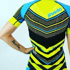 Kitfit visible! @jlvelo ・・・ Blind everyone behind, in front, and let's face it anywhere around you! Be seen in our women's chevron kit! Thoughts on a men's version? #jlvelo #everythingjlvelo #cycling #cycle #ciclismo #cyclist #mtb #triathlon #cyclestyle #kitdoping #kitspiration #kitporn #cyclingfashion #ridelikeagirl #cyclelikeagirl  #mtblife #trilife #ironmantraining #triathlontraining #trigirlz #ciclismodemontaña #bikeporn  #womenscycling #cyclechic #cyclechicks ... #kitfit #kitfitcycling