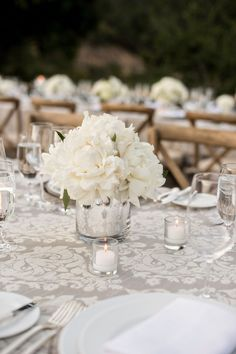 La Tavola Fine Linen Rental: Andalusian Silver | Photography: Laurie Bailey Photography, Wedding Planner: Suzy Berberian Weddings & Events, Flowers: Fleurs De France