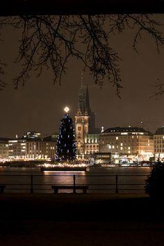 Christmas in Hamburg, Germany #Hamburg #EuropaPassage #EuropaPassageHamburg
