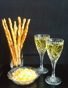 New Cheese Straws Twists Ideas Cheese Table, Cup Of Cheese, Best Cheese, Easy Cake Recipes, Easy Healthy Recipes, Sauce Recipes, Frozen Puff Pastry, Puff Pastry Sheets, Cheese Twists