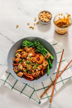 Vegan Carrot Noodle Bowl with Peanut Sauce #vegan#peanutbutter#lowcarb