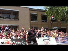 Jarno Hams Nederlands Record Loglift tijdens Sterkste Man op het Raadhuisplein in Zevenaar op zaterdag 30 juni 2012.