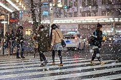 Snowy Night on Shijo (Explored) (Jake in Japan) Tags: street snow japan kyoto crossing sony streetphotography style  getty editorial   gettyimages flickrvision shijo  flickrexplore  explored apsc nex7 sel50f18 e50mmf18oss jakejung